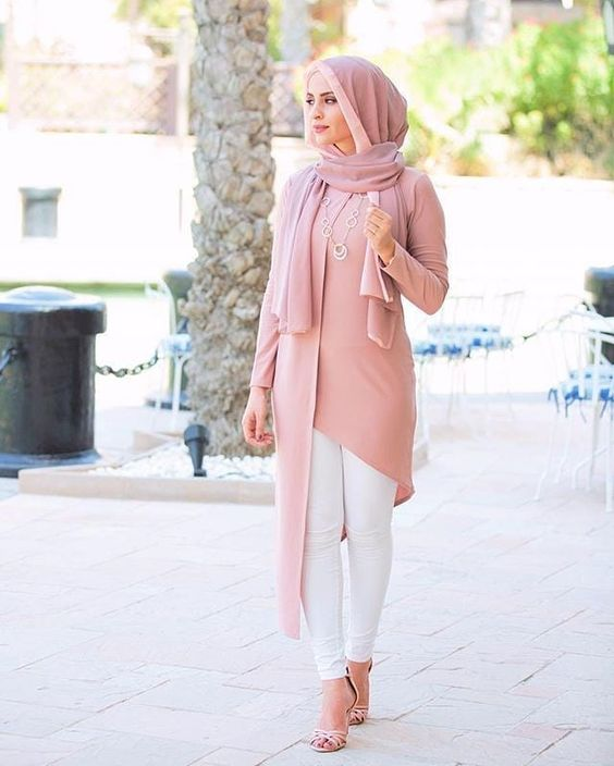 White Jeans Pink Long Tunic Pink Heeled Shoes